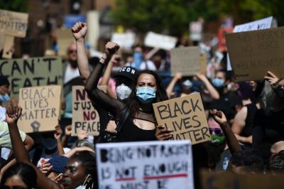 7800566893_des-centaines-de-personnes-ont-manifeste-a-londres-dimanche-31-mai-contre-la-mort-de-george-floyd-a-minneapolis.jpg