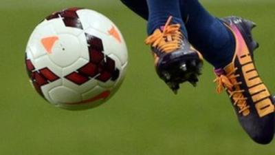 foot_balle_au_pieds.jpg