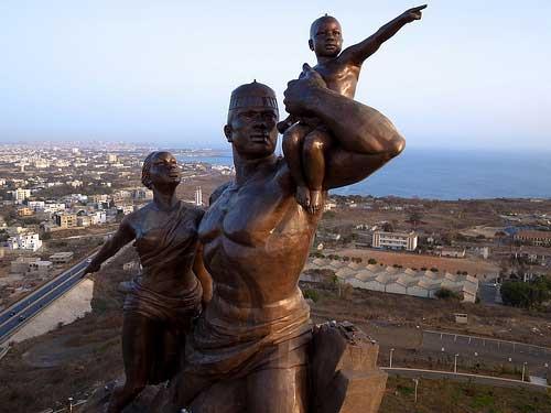 Akon a posé la première pierre de sa ville au Sénégal