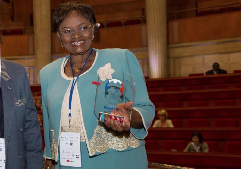 Le docteur Marie Louise Corréa récompensée parmi les pionniers de la télémédecine par les autorités françaises